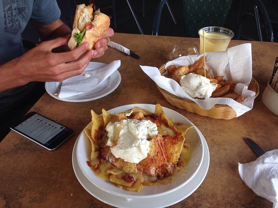 Hunterville, New Zealand: Fish burger, nachos and wedges!