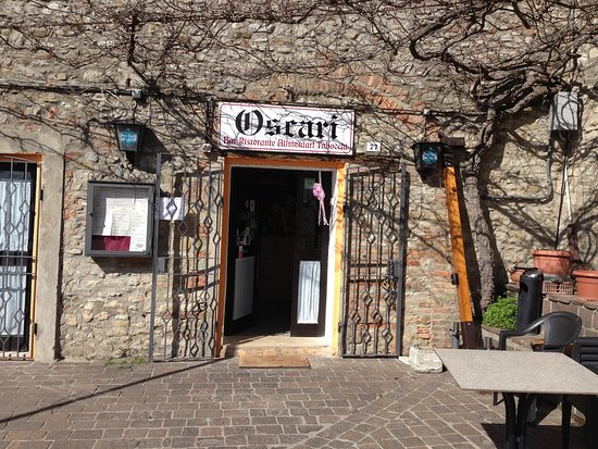 Monte Santa Maria Tiberina, Italy: Ingang restaurant Oscari