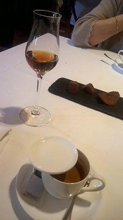 Restaurante Elkano: Cafe y 1/2 copa de Larios 1.866