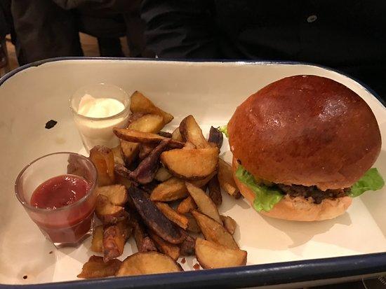 Supersantos beershop: hamburger con patate