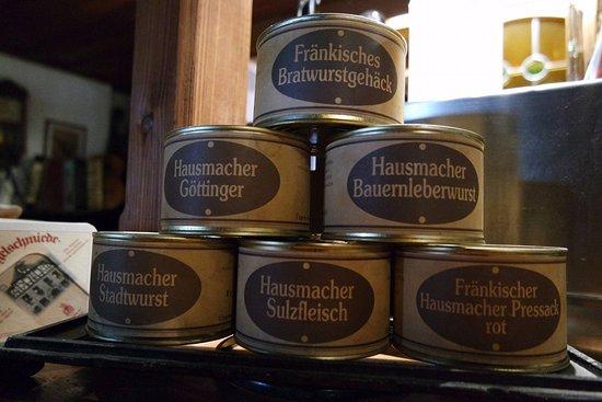 Altdorf, Germany: Hausgemachte Wurstdosen zum Verkauf