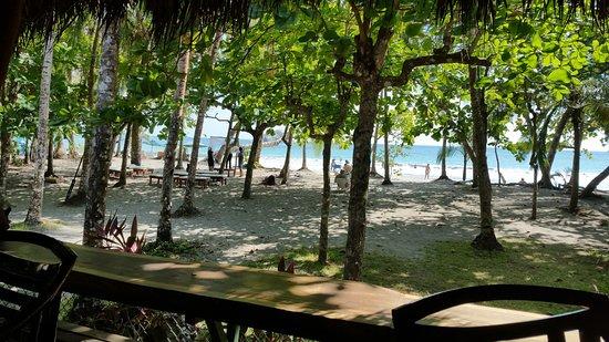 Karahe Beach Hotel Photo