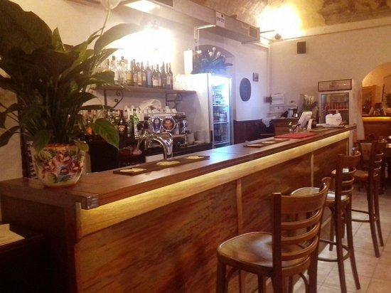 Mezzegra, Italy: Il bancone del Bar per Aperitivo Time