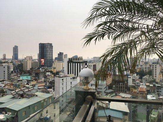 EdenStar Saigon Hotel: Rooftop pool view.