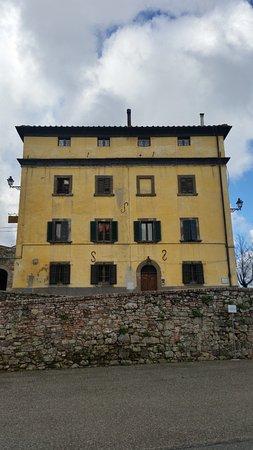 Монтекатини-Валь-ди-Чечина, Италия: edificio dell'amministrazione ora albergo