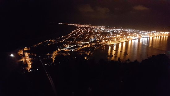 Pavilion Beachfront Boutique Hotel: Tauranga from top of Mt Maunganui at midnight