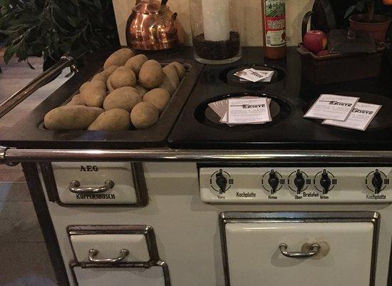 Imperial Küchenofen : Schöner alter küchenherd aus dem restaurant picture of kartoffel