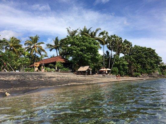Hidden Paradise Cottages: Пляж не большой, но здесь же неплохие места для снорклинга