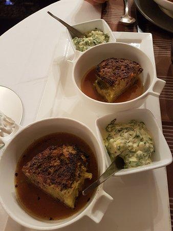 Caillac, France: Chou farci et sa sauce pour accompagner la poule au pot