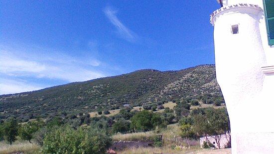 Masseria Pescorosso: il panorama verso la montagna