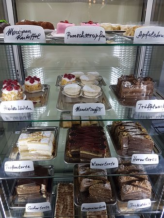 Café Ritter Ottakring: A large choice of desserts - even gluten-free ones