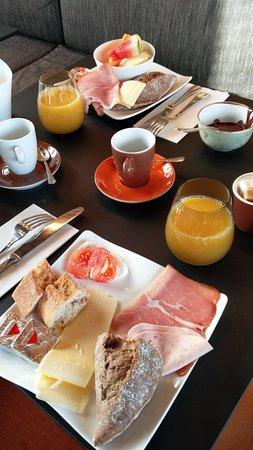 Hotel Montanus: Breakfast