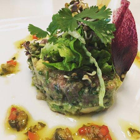 tartare de thon rouge albacore aux agrumes et miel photo de les petites assiettes paris. Black Bedroom Furniture Sets. Home Design Ideas