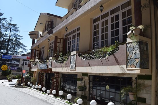 Cafe Simla Times: Hotel willow banks, where this restaurant is