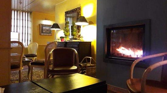 Saint Savin, France : Le salon de l'entrée du Viscos