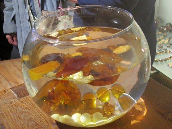 Amber Museum-Gallery (Gintaro Muziejus-Galerija): ちょっとした実験もしてくれます