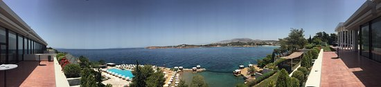 The Westin Athens Astir Palace Beach Resort: Panoramic view - pool, beach and beautiful sea