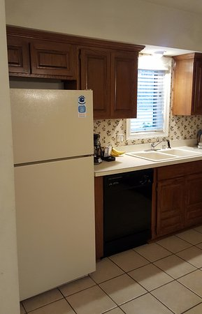 Los Lagos at Hot Springs Village: Kitchen in one bedroom town-home.