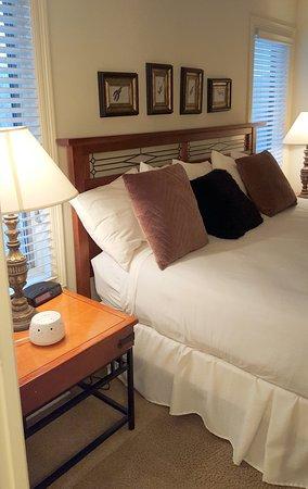 Los Lagos at Hot Springs Village: Bedroom in one bedroom town-home.