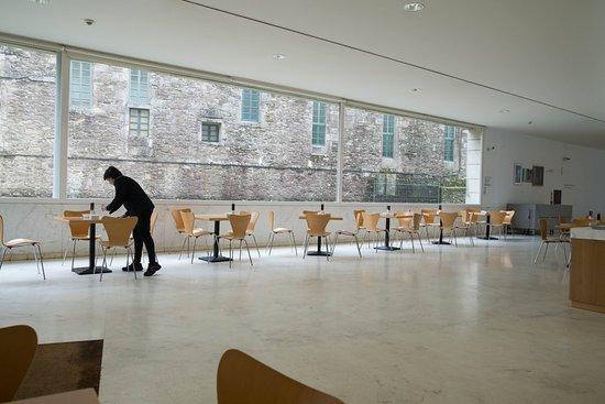 Centro Galego de Arte Contemporánea: Cafetería del museo num. 1