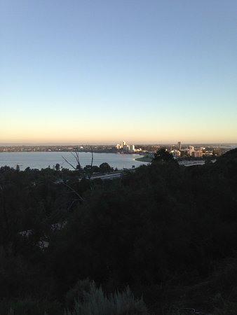 Fraser Avenue Lookout : View towards South Perth