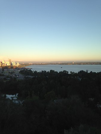 Fraser Avenue Lookout : Looking out over Perth Water