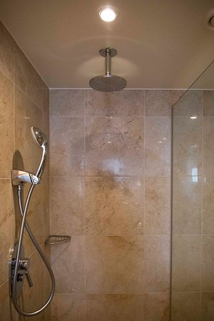 InterContinental Dusseldorf: Superior room bathroom