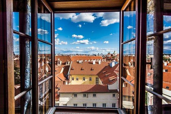 Golden Well Hotel: Deluxe Room view