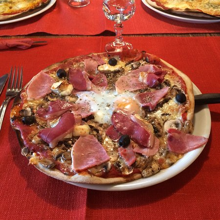 La Tanière : Très bonne pizza au feu de bois !!