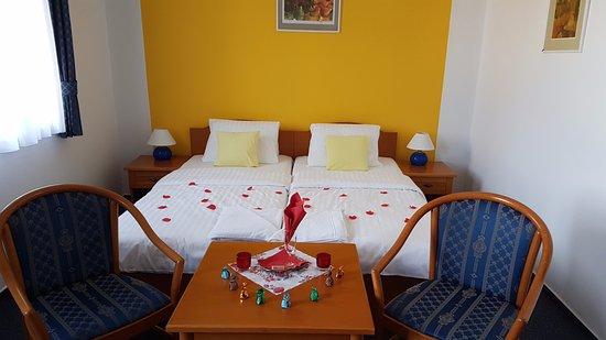 """Hotel U Sladka: Unser """"Romantik-Zimmer"""" mit Schokolade"""