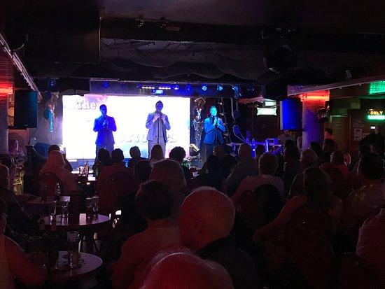 Morgan's Tavern: Entertainment