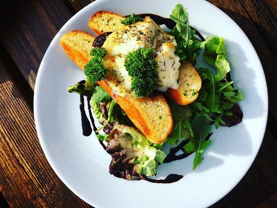 Braunton, UK: Goats cheese Crostini - We have a range of tasty starters and snacks
