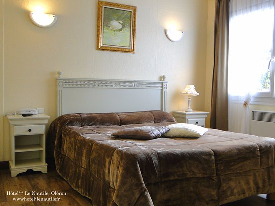 """Hôtel Le Nautile : Chambre """"Confort"""" de 14 m² avec lit 140, douche, wc, tv, tél, wifi."""