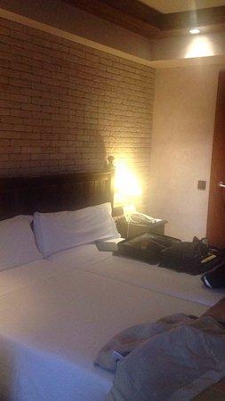 Roc Blanc Hotel: Hotel comodo bien decorado..baño espectacular