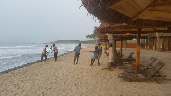 Anomabo, Ghana: Fishermen on the beach