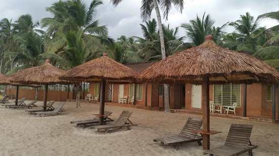 Anomabo, Ghana: Accommodation on the beach