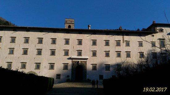 Vallombrosa, Włochy: Veduta d'insieme dell'Abbazia