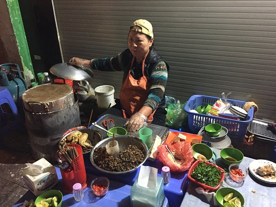 BestPrice Travel: She makes the best spring rolls!