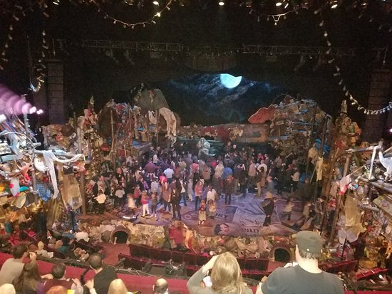 Neil Simon Theatre Cats At Intermission