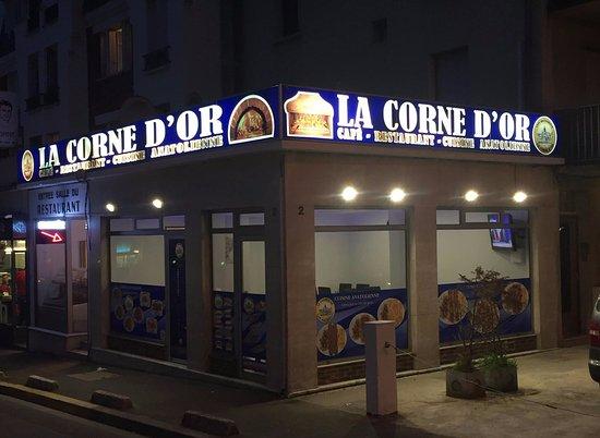 Sevran, Frankrike: Facade restaurant de nuit