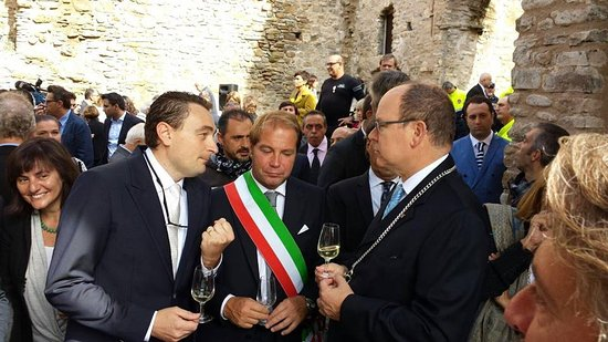 Cologne, Italië: Riccardo Fratus il titolare a Dolce Acqua col principe Alberto di Monaco e un calice di Riccafan