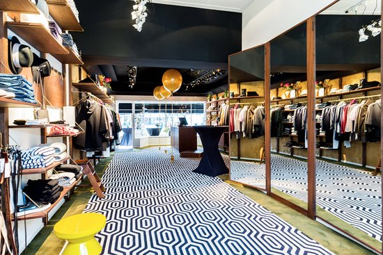 Dames Kleding Winkel.Nieuwe Dameskledingwinkel Wynia Amsterdam Op De Opening Foto Van