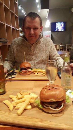 Sinners Burgers: Yummy