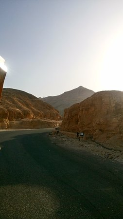 Tomb of Ramses III: A montanha parece uma piramide...