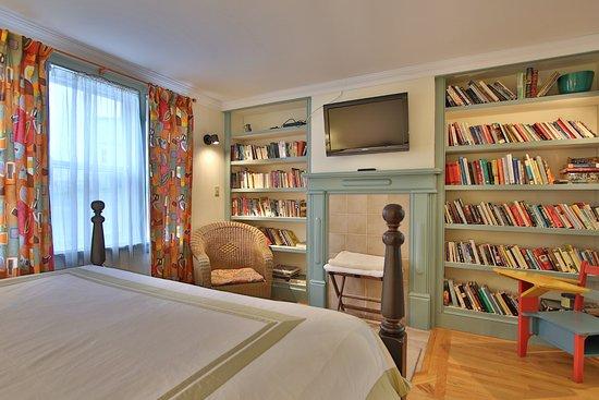Artisan Inn : Studio King Suite - Groundlevel - parking adjacent to entrance. Restaurant. Oceanshore seating