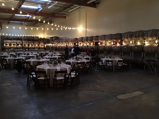 Cantara Cellars: set up for dinner