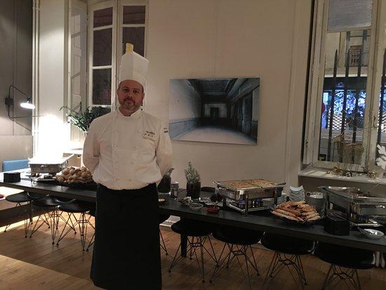 Saint-Fons, Francia: Buffet de plats chauds (st jacques julienne de légumes, saucisson chaud aux lentilles, quenelle)