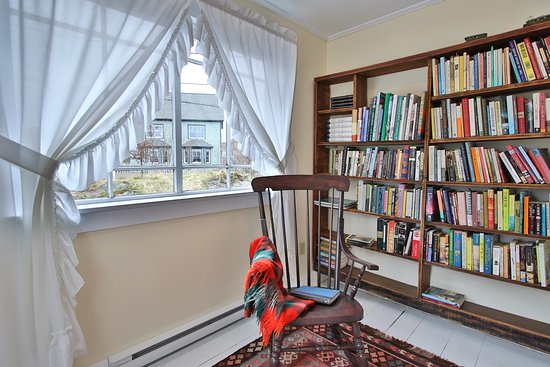 Trinity, Canada: Admiral's Lookout Reading Nook.