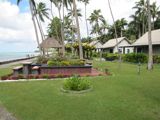 Fiji Hideaway Resort & Spa : Looking towards the beach villas
