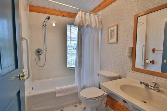 Trinity, Canada: Studio King Suite Bathroom.
